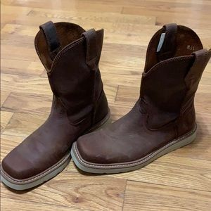 Ariat rambler recon square toe, wedge sole boot.